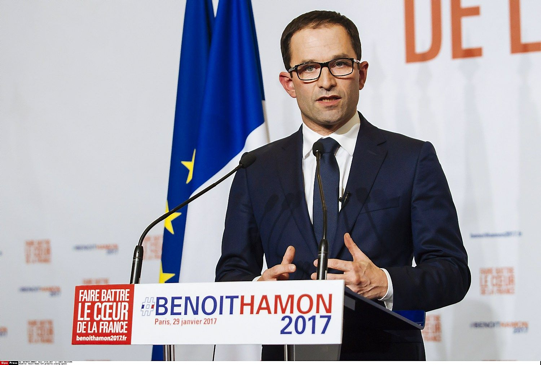 Rinkimų Prancūzijoje kampaniją lydi skandalai