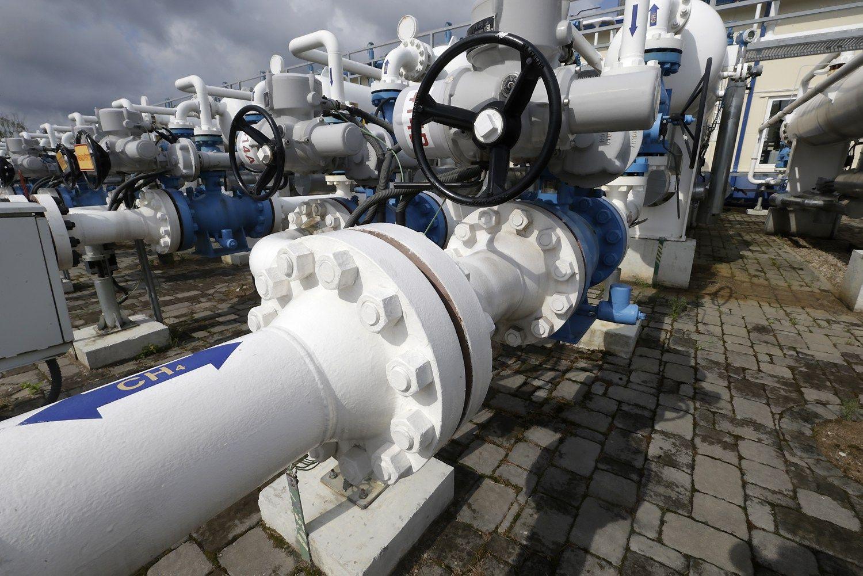 """""""Gazprom"""" dar turi 10 mėnesių apsispręsti Latvijoje"""