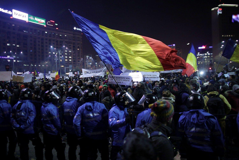 Dėl korupcijai pakantaus įstatymo Rumunijoje – ES įspėjimas
