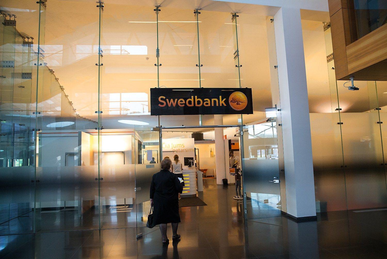 """""""Swedbank"""" pernai Lietuvoje gavo beveik penktadaliu daugiau pelno"""