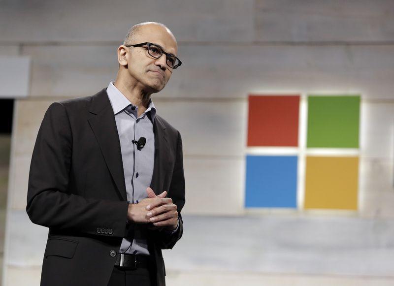 """Satya Nadella, """"Microsoft"""" generalinis direktorius: """"Įsivaizdavimas, kad iki dvidešimt vienų lankai mokyklą, tada įgyji profesiją ir dirbi pagal tą pačią profesiją iki aštuoniasdešimties, šiais laikais jau nebetinka, nes technologijos per tą laiką per daug pažengs į priekį."""" Jasono Radmondo (""""Reuters"""" / """"Scanpix"""") nuotr."""