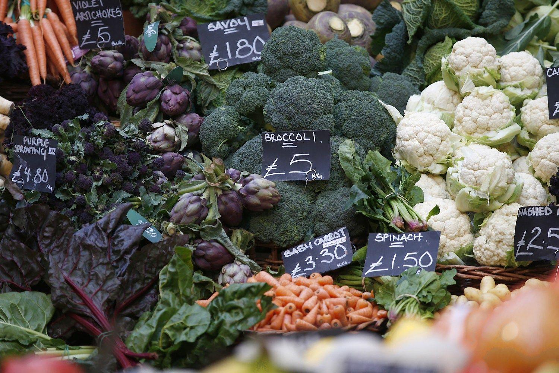 Britai jaunormuoja perkamas daržoves, lietuviai mato pragiedrulius