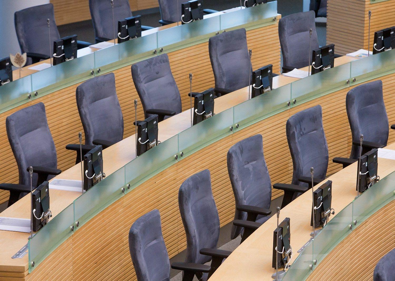 Po pusantros savaitės – neeilinė Seimo sesija