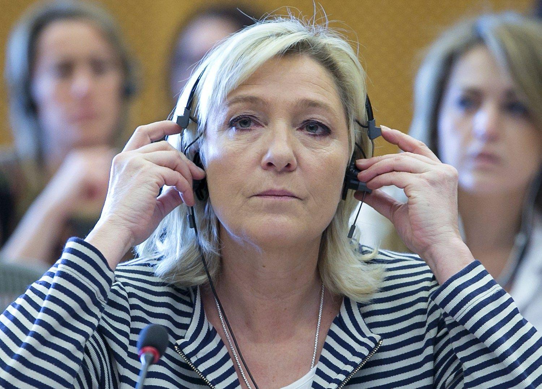 """Le Pen rinkimų kampanija startuoja su šūkiu """"išlaisvinti"""" Prancūziją"""