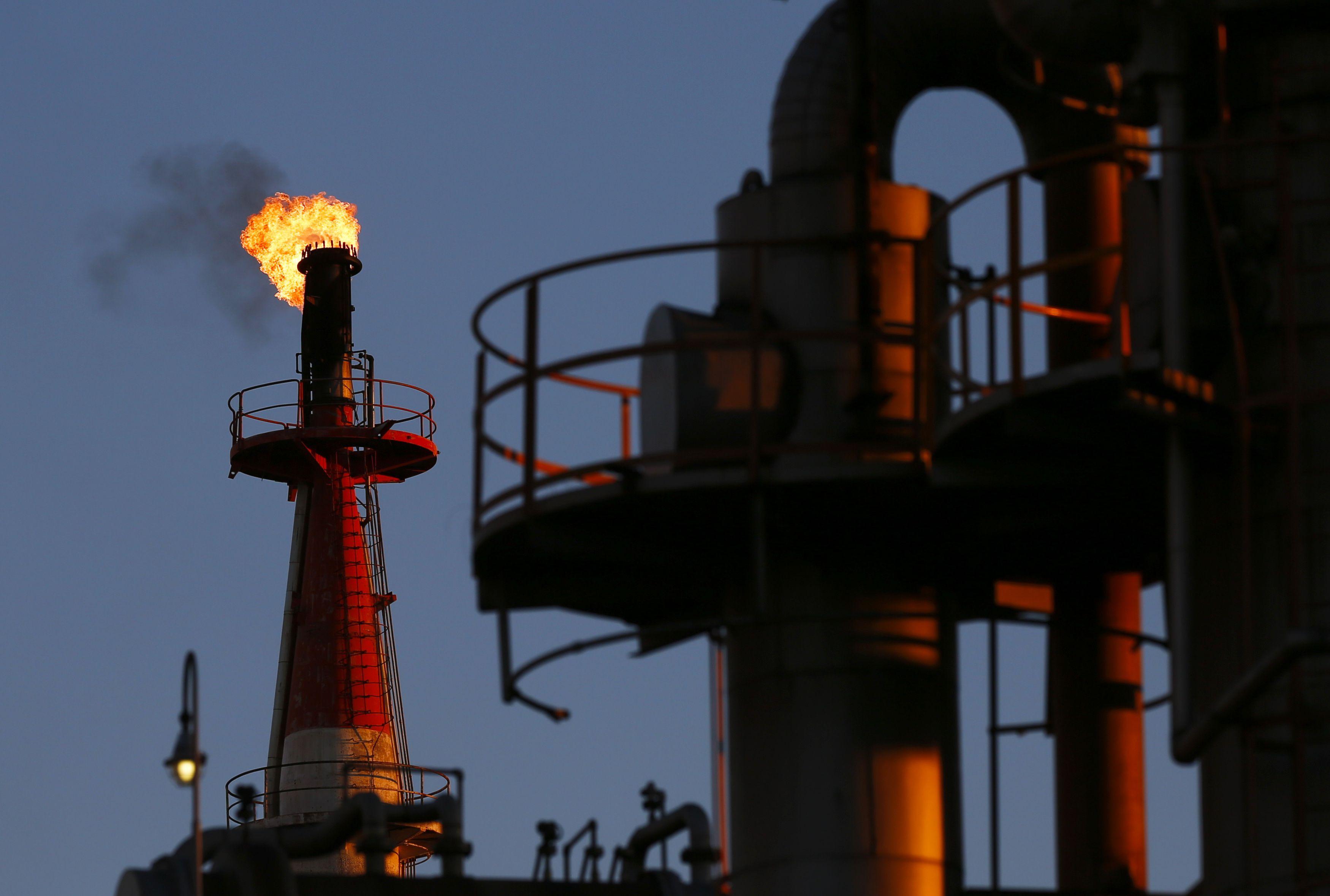 Naftos kaina pasmerkta blaškytis siaurame kainos rėžyje