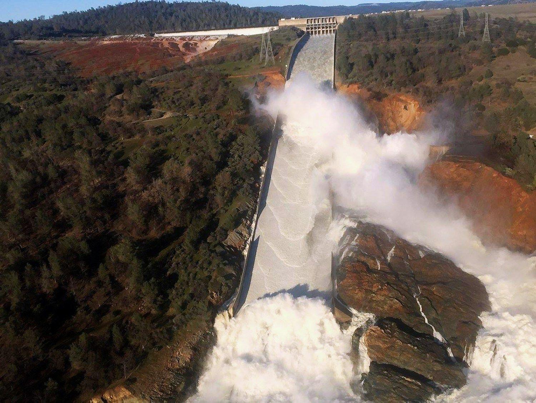 Iškilus pavojui dėl užtvankos saugumo JAV vykdoma masinė evakuacija
