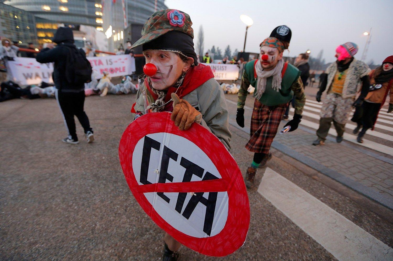 Protestų fone europarlamentarai ratifikuoja sutartį su Kanada