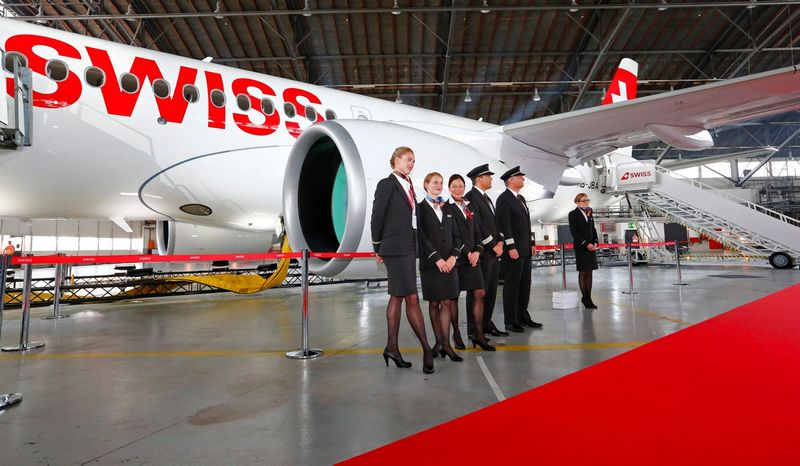 """""""Swiss"""" skrydžių bendrovė viena pirmųjų Europoje užsisakė """"Bombardier"""" lėktuvų. Arndo Wiegmanno (""""Reuters"""" / """"Scanpix"""") nuotr."""