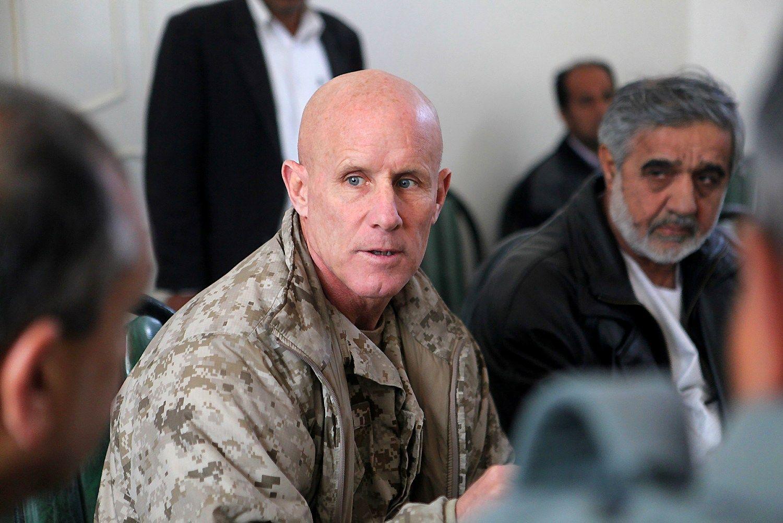 Trumpas ieško pamainos Flynnui: kreipėsi į buvusį viceadmirolą