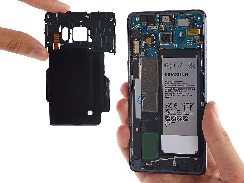 """Šaltiniai: """"Samsung"""" į flagmaną """"Galaxy S8"""" dės """"Sony"""" baterijas"""