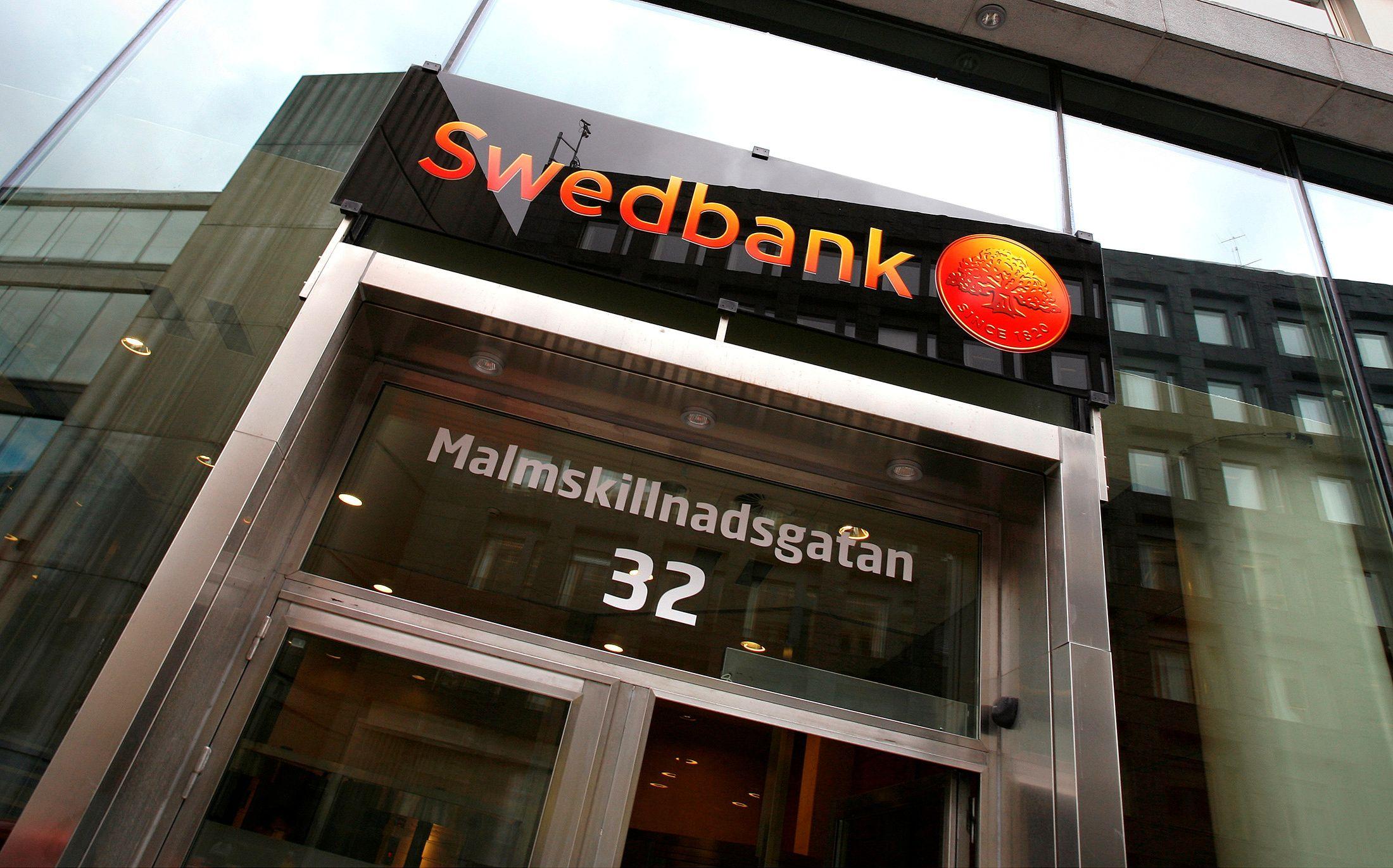"""Švedų """"Swedbank"""" planuoja kilnojamų kioskų tinklą"""