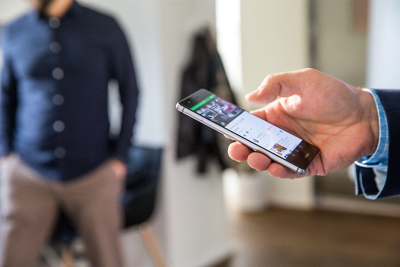 Į mobilųjį DNB – su piršto atspaudu