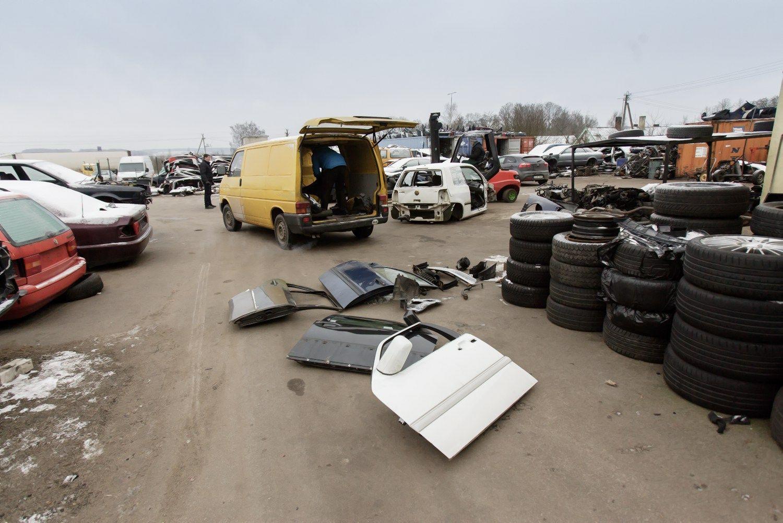 Senų automobilių tvarkymą organizuos dar viena asociacija
