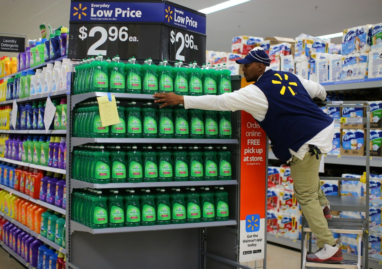 """Walmart"" – geriausias ketvirtis per 4-erius metus"
