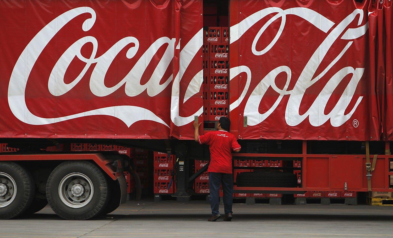"""""""Coca-Cola"""" transporto parką valdo ir kalbėdamasi su vairuotojais"""