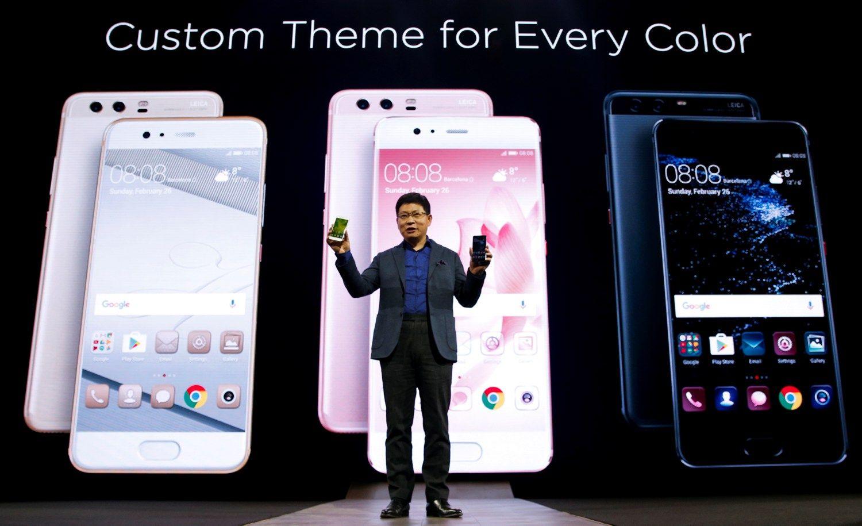 """""""Huawei"""" vejasi """"Samsung"""" ir """"Apple"""" ne tik pardavimais, bet ir kainomis"""