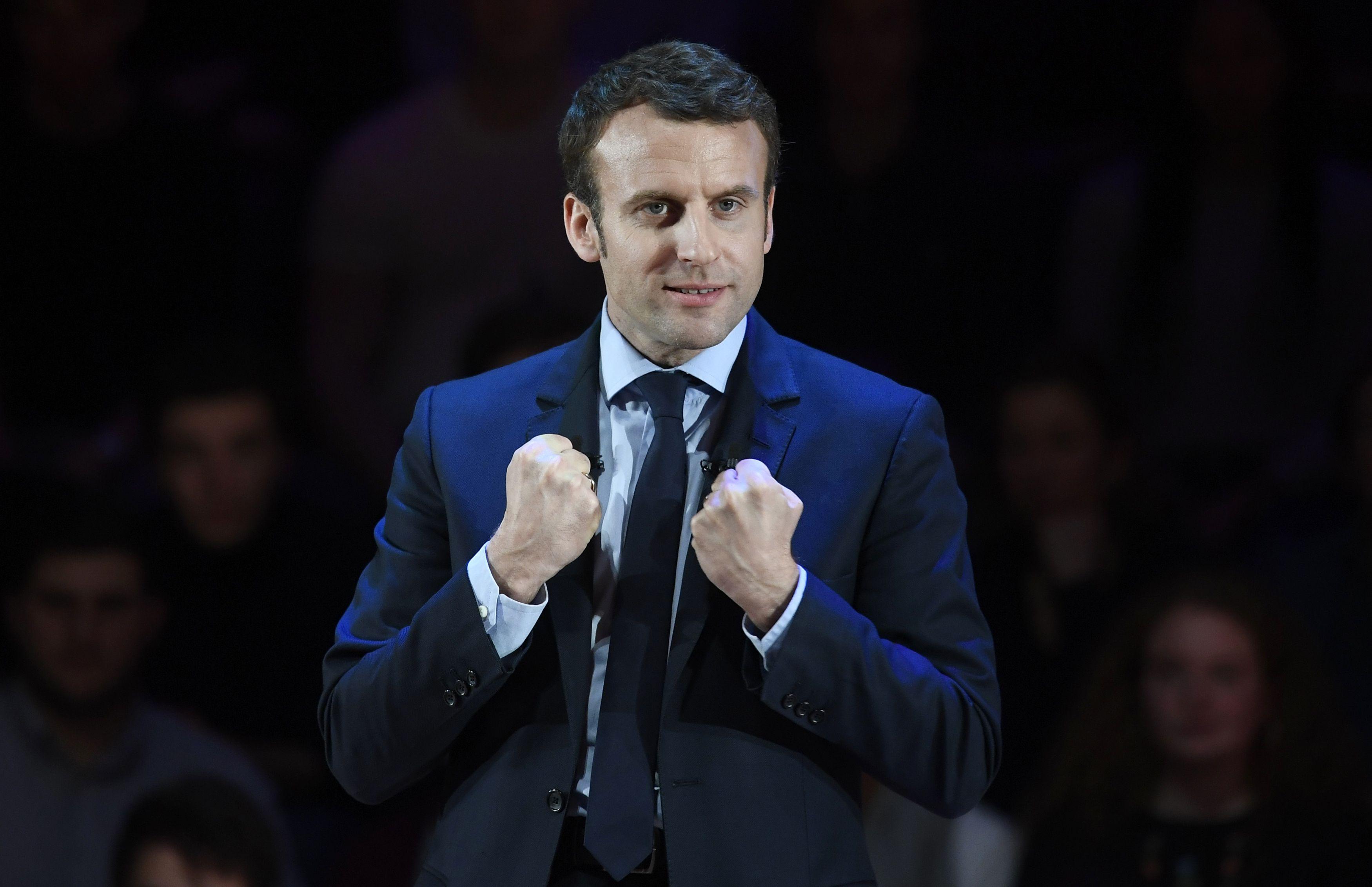 Prancūzijos rinkimų kampanijoje Macronas mina ant kulnų Le Pen
