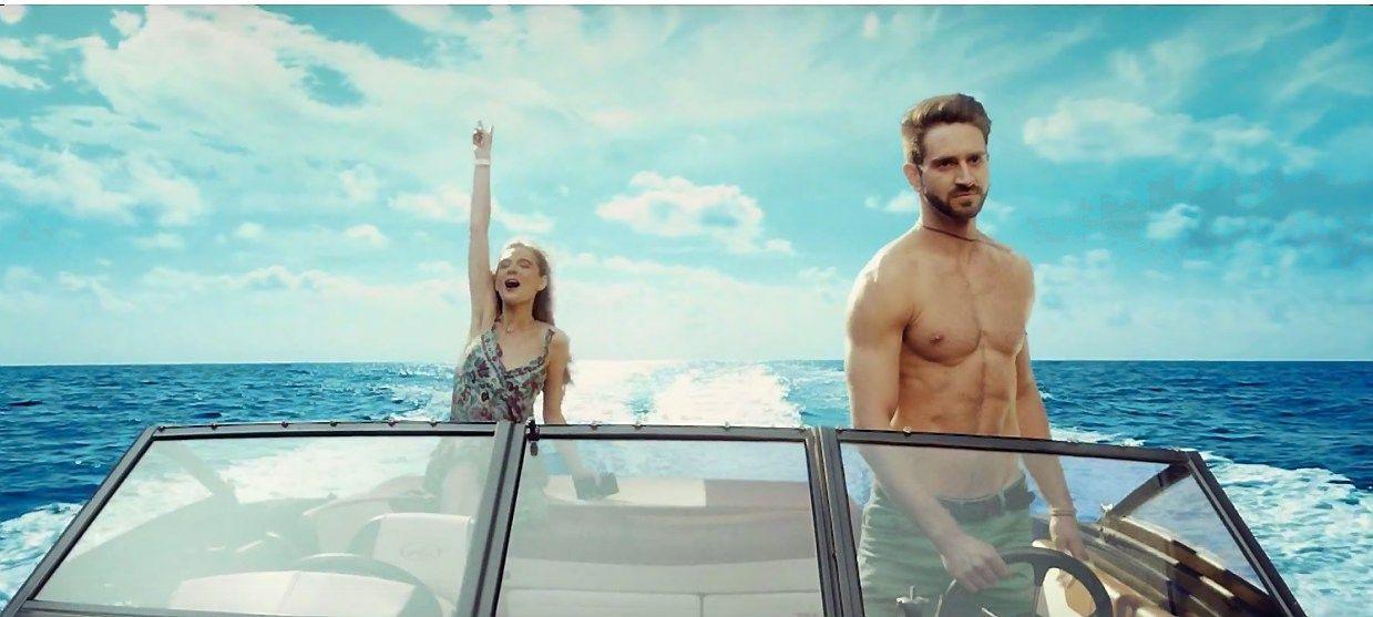 Tarp naujausių reklamų: nuo telekomunikacijų iki piratų