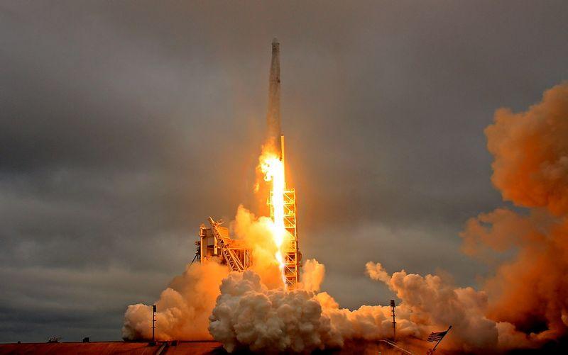 """SpaceX"" raketa "" Falcon 9"". Joe Skipperio (""Reuters"" / ""Scanpix"") nuotr."