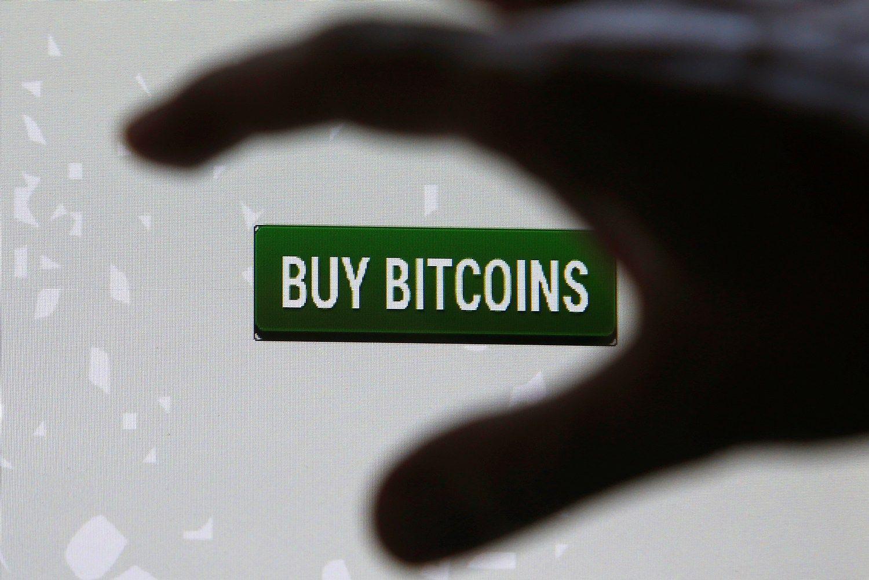 Rekordus fiksuojantis bitkoinas aplenkė auksą