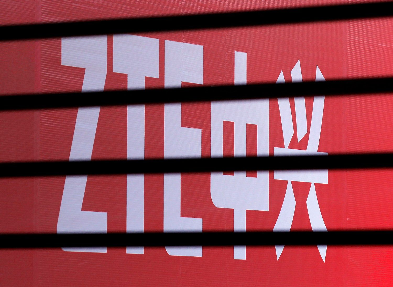 JAV skyrė Kinijos telekomunikacijų milžinei milijardinę baudą
