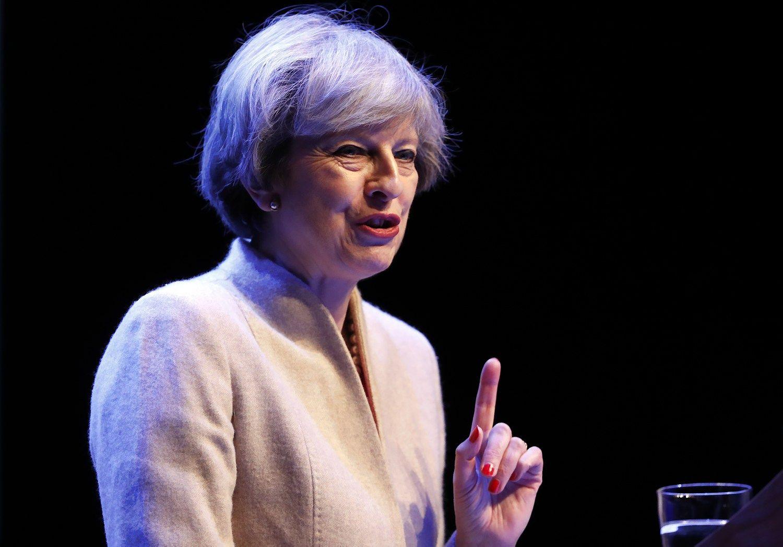 Po dar vienos nesėkmės parlamente Theresa May neketina nusileisti