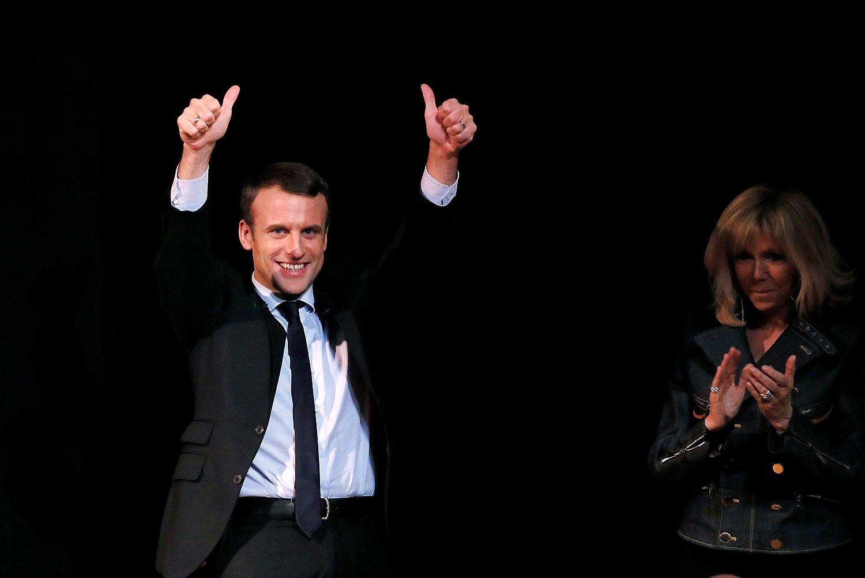 Apklausa: Macronas gali įveikti Le Pen jau pirmame rinkimų etape