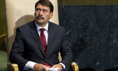 Vengrijos prezidentu antrajai kadencijai perrinktas Janošas Aderis