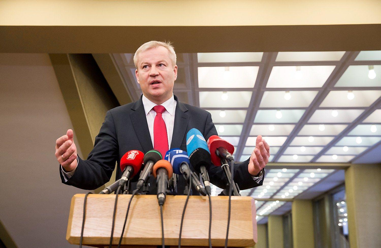 Seimas spręs, ar pradėti Basčio apkaltos procedūras