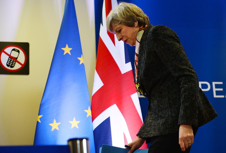 """Theresai May leista inicijuoti """"Brexit"""""""