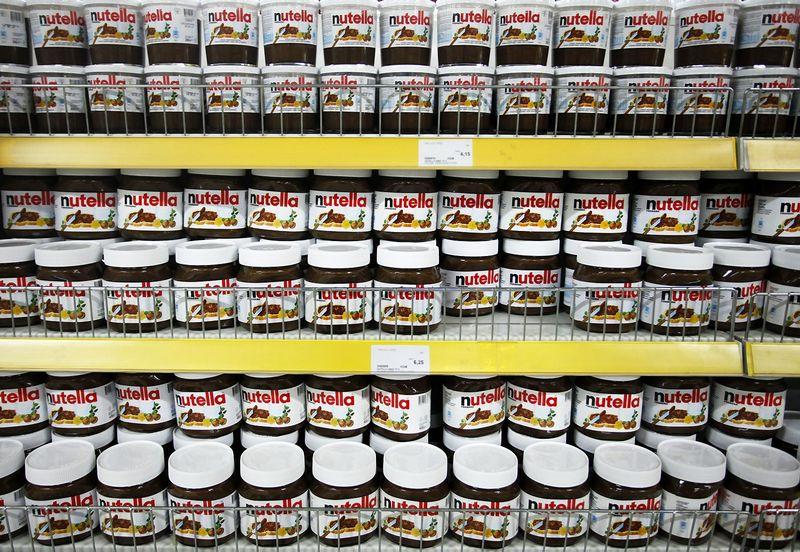 """Šokoladinis kremas """"Nutella"""" – vienas gaminių, kurio sudėtis skirtingose šalyse skiriasi. Dado Ruviciaus (""""Reuters"""" / """"Scanpix"""") nuotr."""