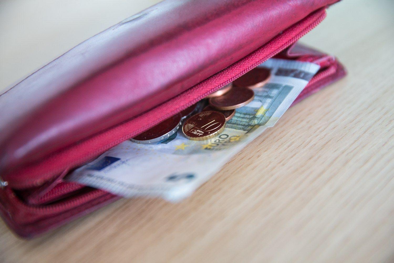 Lietuvos bankas gerina BVP ir atlyginimų augimo prognozes