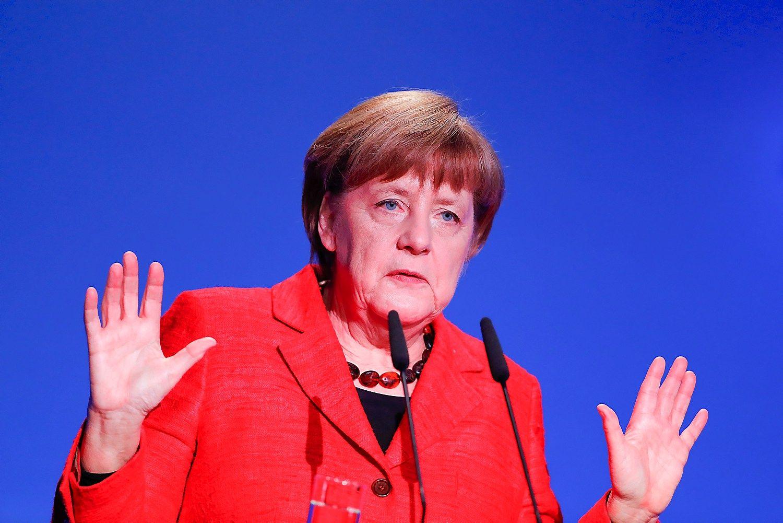 JAV ir ES santykius lemsiantis susitikimas: Trumpas Vašingtone priima Merkel