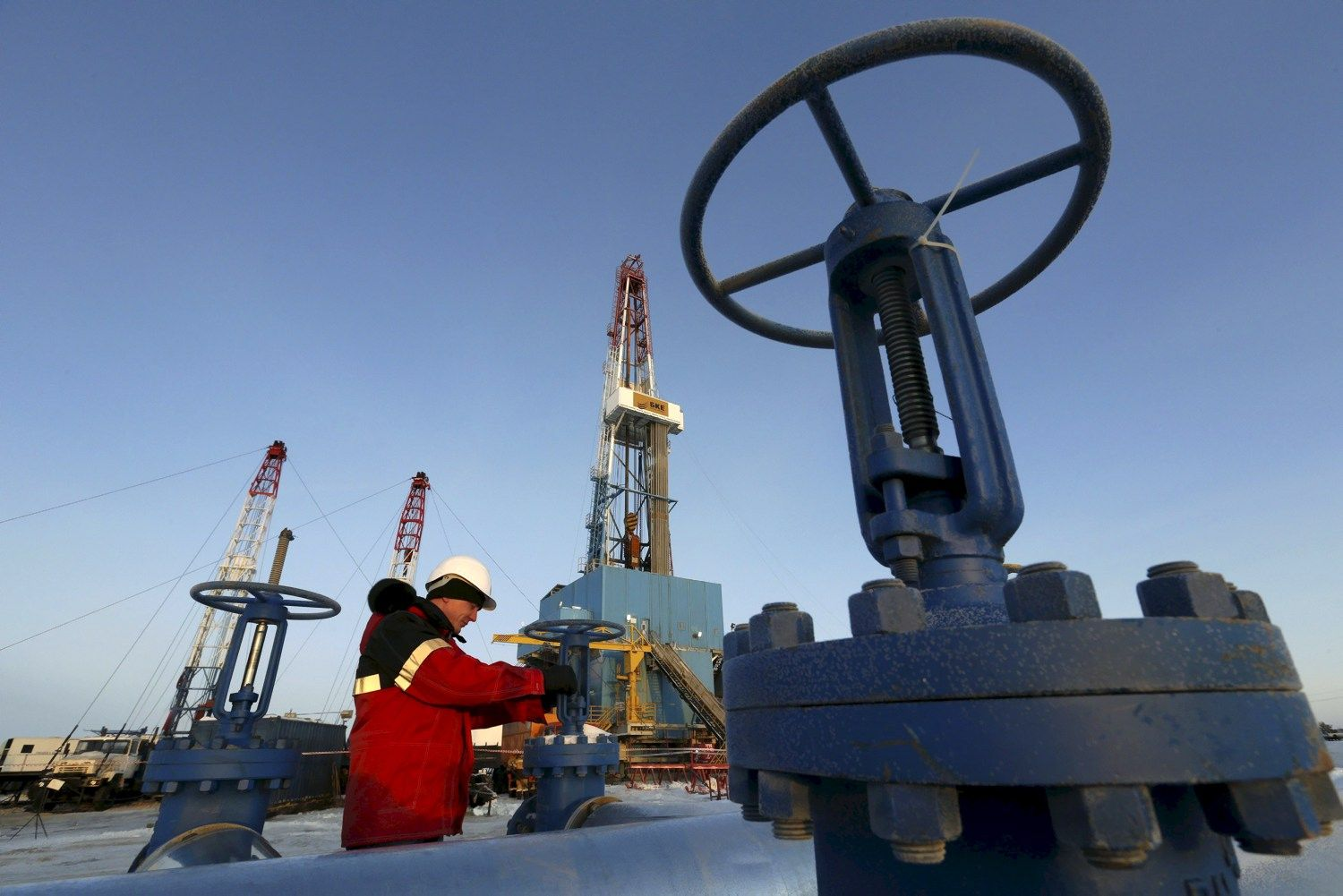 Weak Physical Oil Market Hits $50 Billion Hedge Funds' Bet
