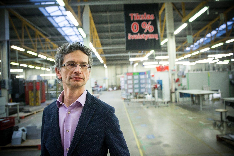 Įrangos įsigijo už milijonus, bet darbuotojų vis tiek reikia daugiau