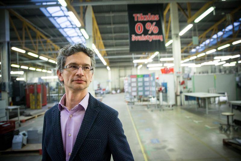 """Mindaugas Jonuškis, profesionalams skirtos virtuvės įrangos gamybos UAB """"Novameta"""" vadovas: """"Partneriai iš Vakarų, apsilankę pas mus, pripažįsta, kad tokios tvarkos ir darbo sąlygų dar nėra matę."""" vladimiro Ivanovo (VŽ) Nuotr."""