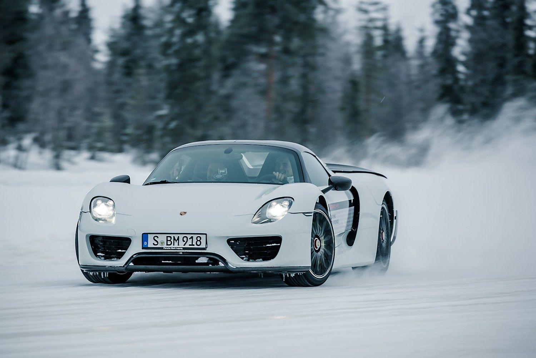 """Tarp Šiaurės elnių – šonaslydžio pamokos su """"Porsche"""""""