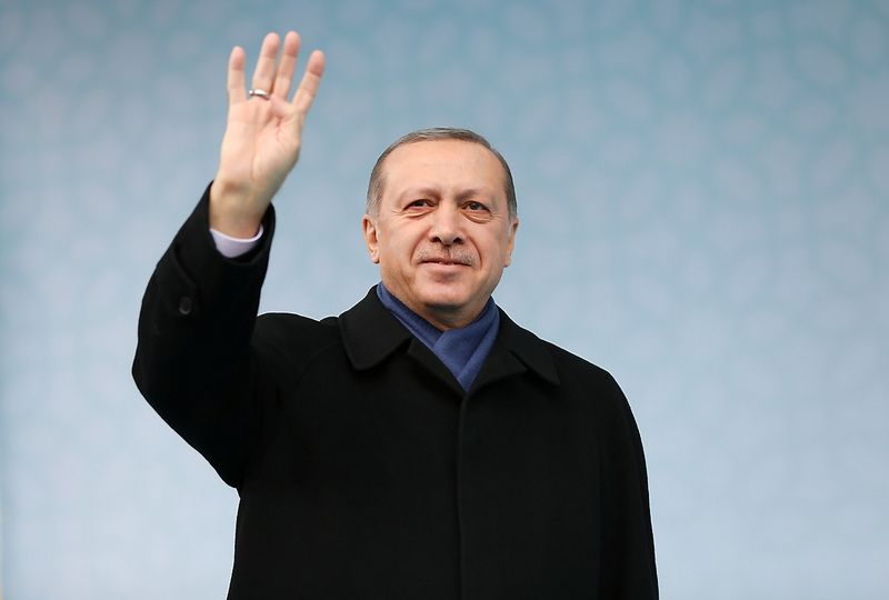 """Turkijos prezidentas Recepas Tayyipas Erdoganas apkaltino Vokietiją bei Nyderlandus taikant nacių taktiką. Murato Cetinmuhurdaro (""""Reuters""""/""""Scanpix"""") nuotr."""