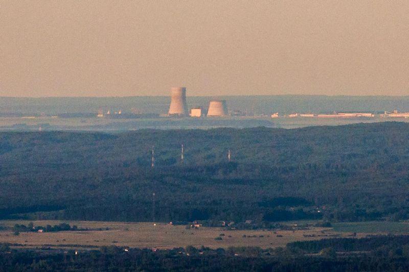 Baltarusijos Astravo atominė elektrinė matoma skrendarnt virš Vilniaus iš oro baliono. Vidmanto Balkūno (15min) nuotr.