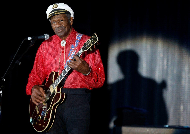 Mirė rokenrolo legenda Chuckas Berry