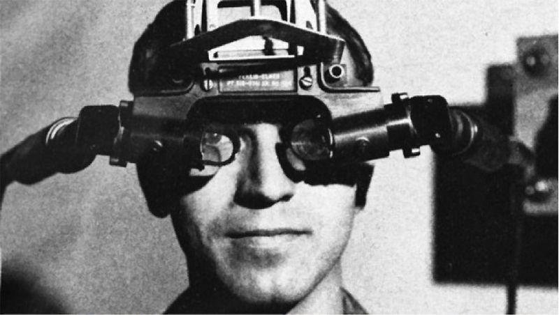 """Pirmąjį VR įrenginį, pavadintą """"Sword of Damocles"""", sukūrė Ivanas Sutherlandas, jis buvo gremėzdiškas, nepatogus ir ne itin efektyvus. """"Wikipedios"""" nuotr."""
