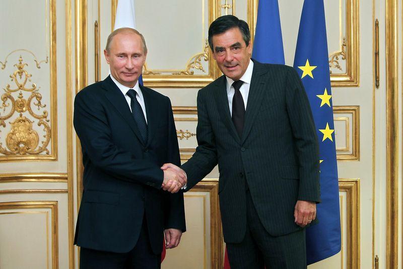 """Rusijos prezidentas Vladimiras Putinas praėjusį rudenį džiaugėsi gerais santykiais su Francois Fillonu, kandidatu į Prancūzijos prezidento postą. Thibault Camus (""""Reuters"""" / """"Scanpix"""") nuotr."""