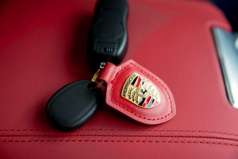 """""""Porsche"""" iš kiekvieno automobilio uždirba 16.300 Eur"""