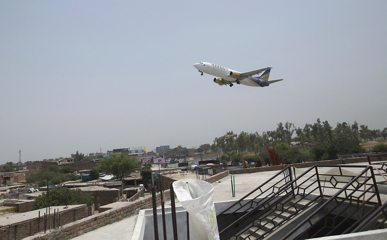 JAV draus kai kurių avialinijų keleiviams į lėktuvą įsinešti elektroninius prietaisus