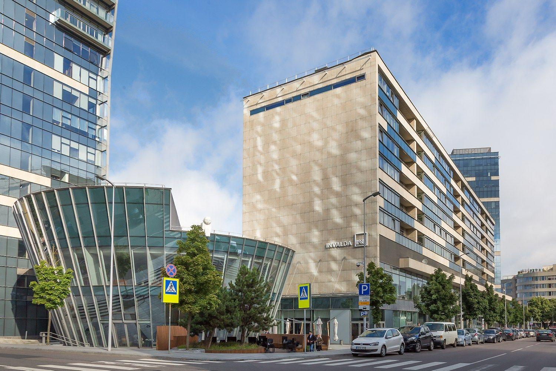 """""""INVL Baltic Real Estate"""" pernai augino pajamas ir pelną"""
