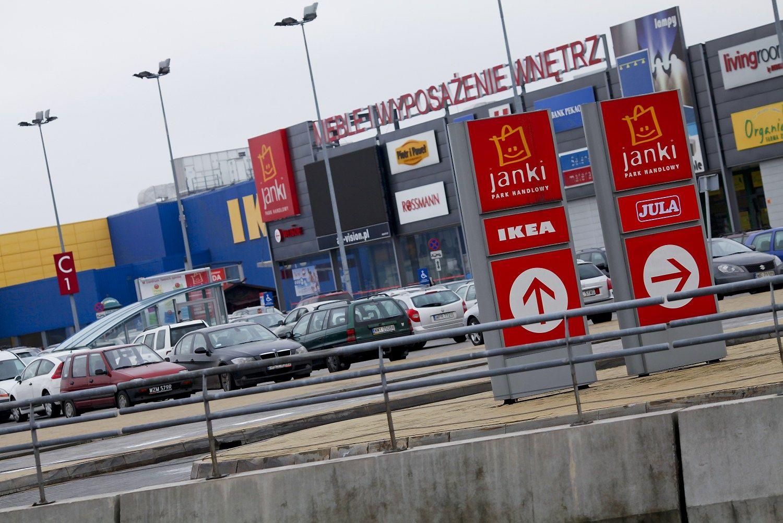 Lenkijoje kelią skinasi draudimas parduotuvėms dirbti sekmadieniais