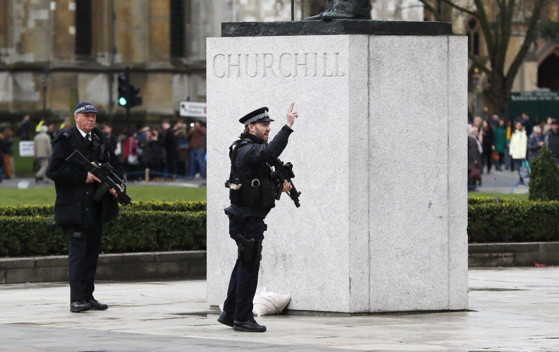 Londono išpuolio aukų skaičius išaugo iki 5, sužeista 40