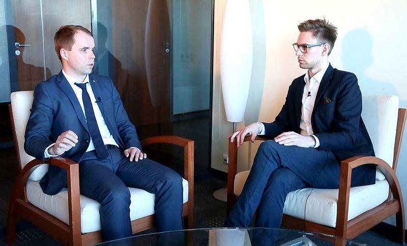 """Kęstutis Šetkus, Mokslo, inovacijų ir technologijų agentūros direktorius, ir Darius Verseckas, """"Verslo žinių"""" technologijų redaktorius. VŽ nuotr."""