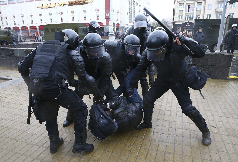 Minske – protestai, OMON areštavo šimtus žmonių
