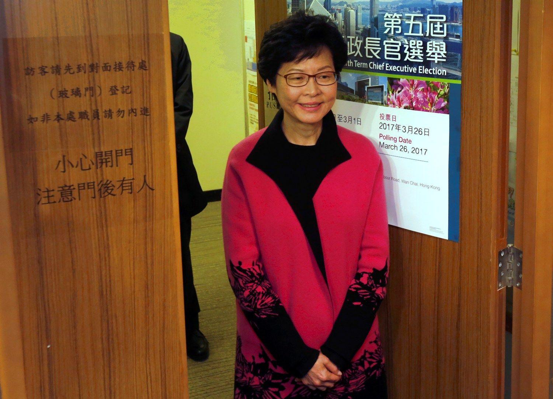 Honkonge renkamas vadovas, sėkmė pranašaujama Pekino favoritei